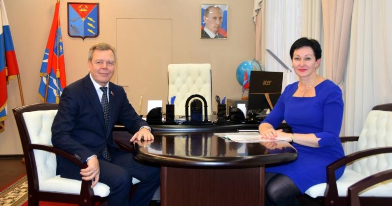 Сергей Абрамов и Оксана Бондарь обсудили поправки в федеральный закон «О связи»
