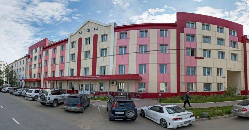 Посетители МФЦ в Магадане узнавали о своих долгах у судебных приставов и налоговых работников