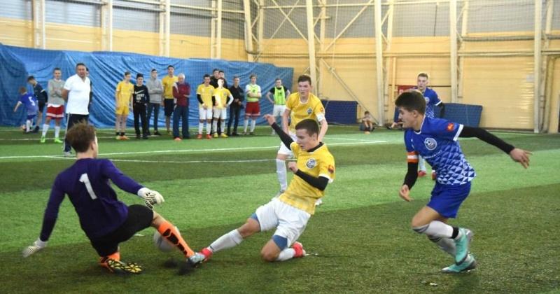 В турнире по мини-футболу «Кожаный мяч» приняли участие 450 юных футболистов из Магадана и региона