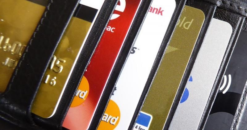 С утерянной банковской карты пенсионерки Магадана были похищены около 3 тысяч рублей
