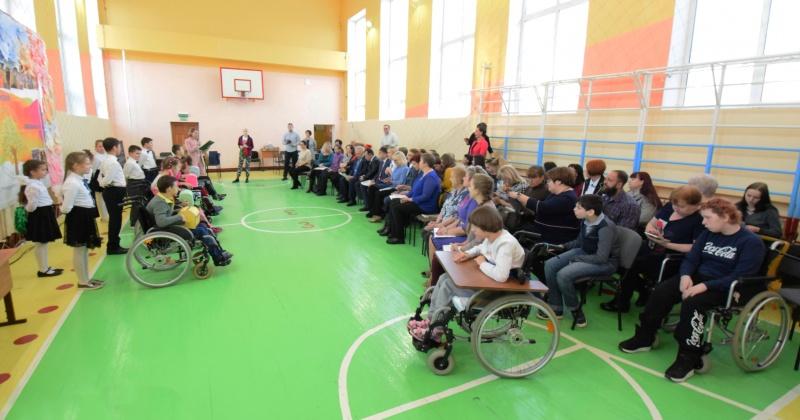 Родительской конференцией открыли декаду инвалидов «Милосердие» в центре образования №1 Магадана