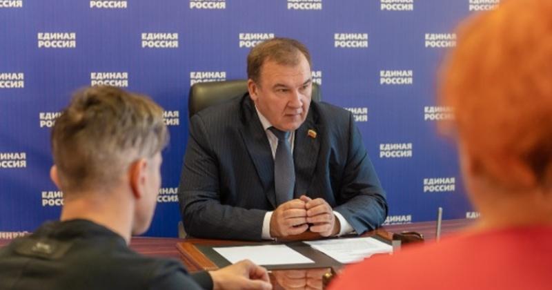 Михаил Тумашов провел в Магадане прием в общественной приемной партии «Единая Россия»