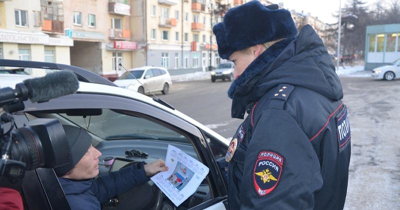 Стражи порядка напомнили автомобилистам Магадана про ответственность  за дачу взятки должностному лицу