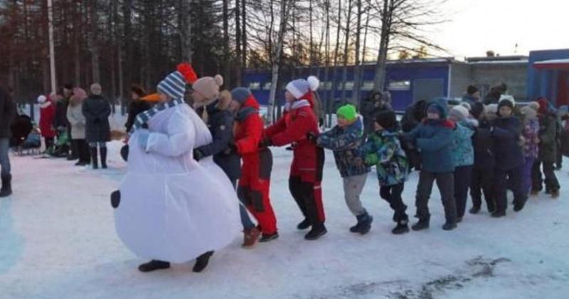 Эдуард Козлов предоставил новогодние подарки для юных колымчан из посёлка Уптар