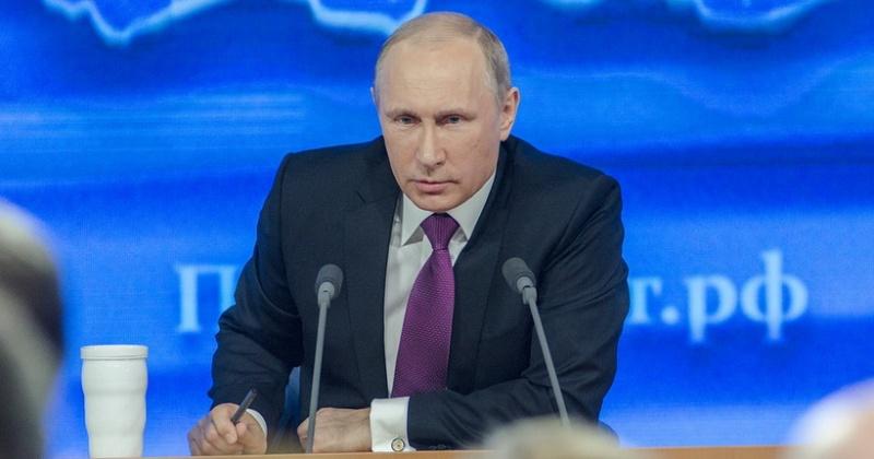 Путин одобрил идею увольнения чиновников за хамство