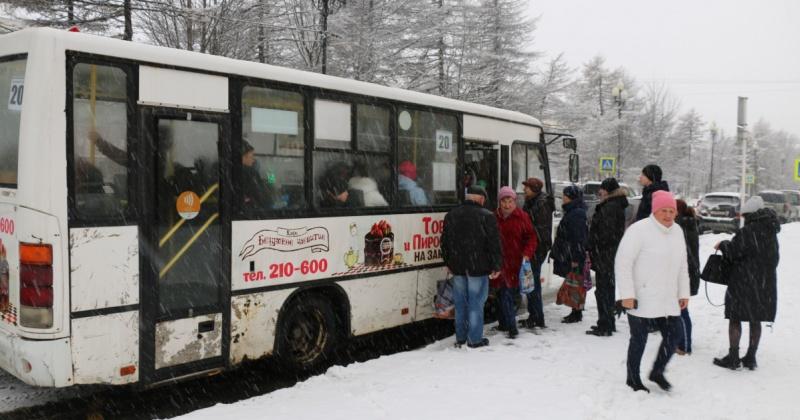 Стоимость оплаты проезда в автобусах Магадана наличными или картой станет одинаковой