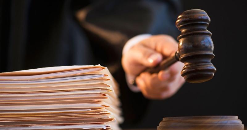 К 2 годам лишения свободы приговорил суд жительницу Магадана за применение насилия к сотрудникам полиции