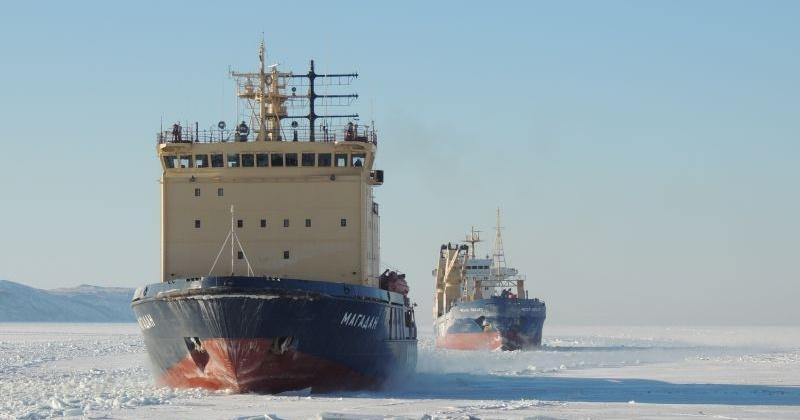 Период ледокольных проводок начался в морском порту Магадан и на подходах к нему