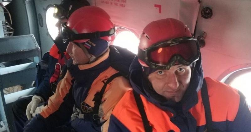 Магаданские спасатели и авиаторы Хабаровского АСЦ провели ночные спуски