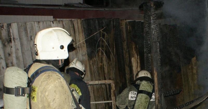 Пожарные ликвидировали загорание частного дома в Магадане