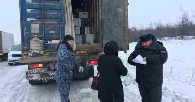 Молочную продукцию пытался вывезти водитель из Магадана в область
