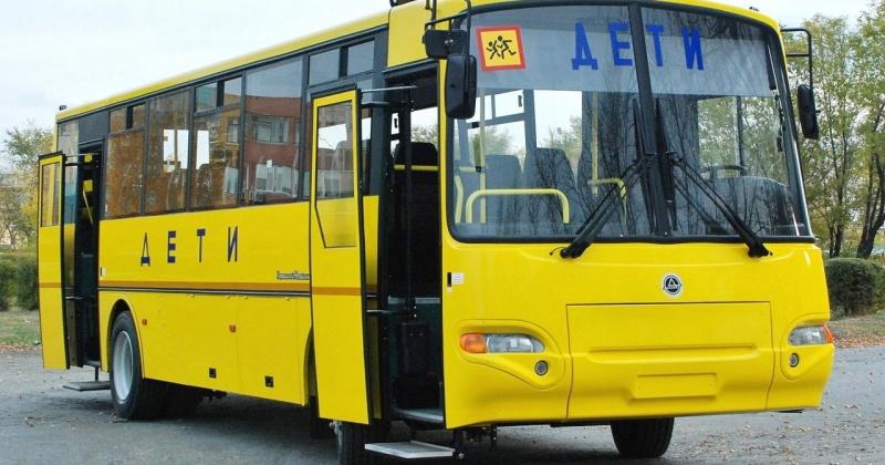 Новые школьные автобусы поступили в Магадан и Среднеканский район