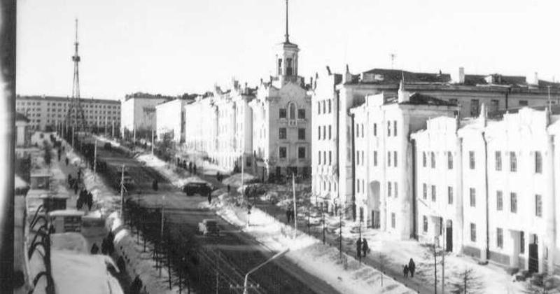 Знаменитый дом с башней начали строить в Магадане 74 года назад
