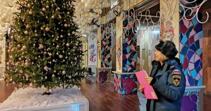 Инспекторы Госпожнадзора проверяют в Магадане места проведения новогодних мероприятий