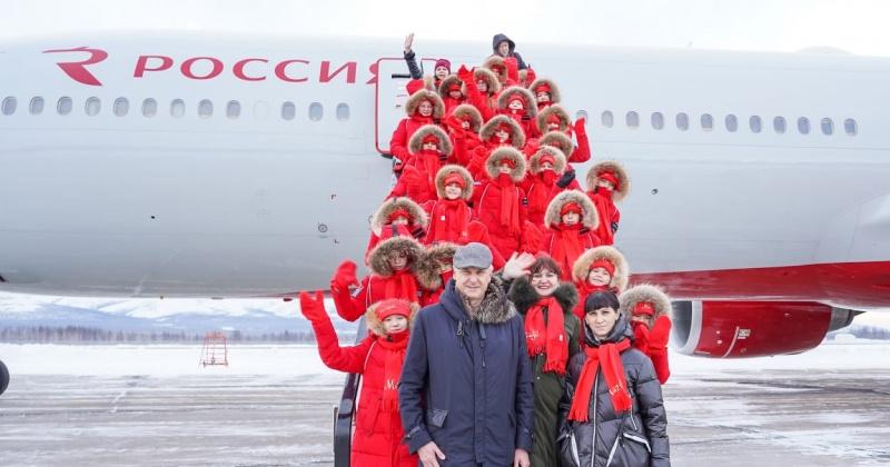 Губернатор Магаданской области проводил 26 юных колымчан на елку в Кремль