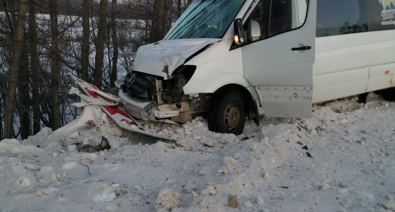 Автобус следовавший из  Усть-Омчуга на Магадан вылетел с дороги