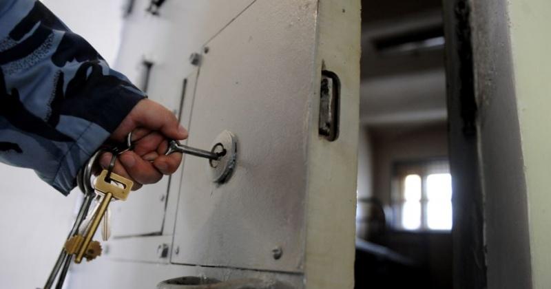 До четырех лет может получить сотрудник колонии Магадана за пронос телефонов