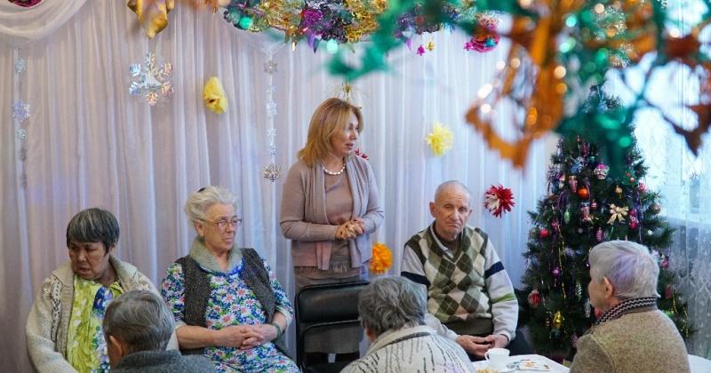Жители дома-интерната «Ветераны Колымы» в Магадане получили новогодние подарки от губернатора Колымы