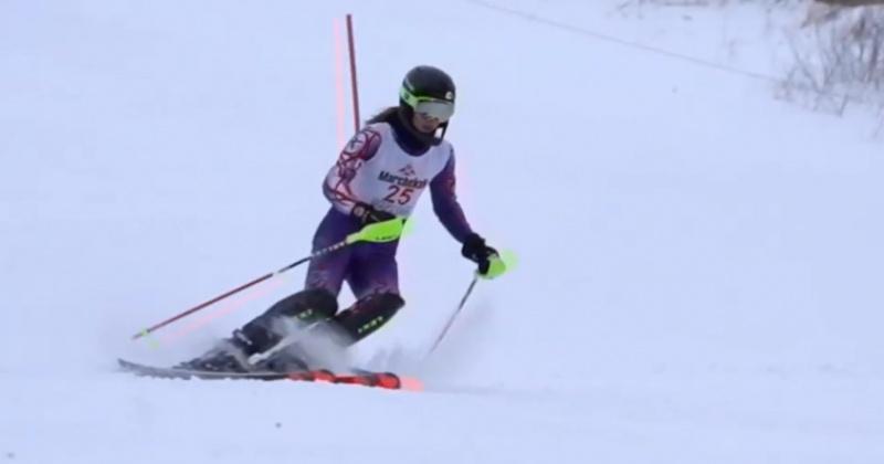 Горнолыжников в Магадане снесло ветром с трассы на соревнованиях
