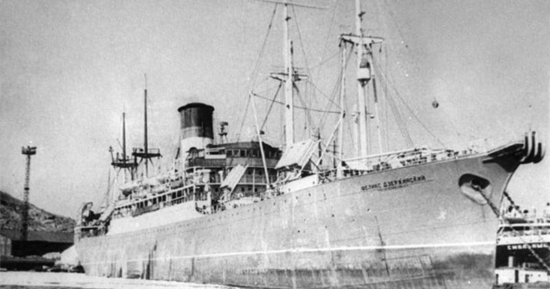 83 года назад купленный Дальстроем в Англии пароход предложили назвать в честь Н. И. Ежова