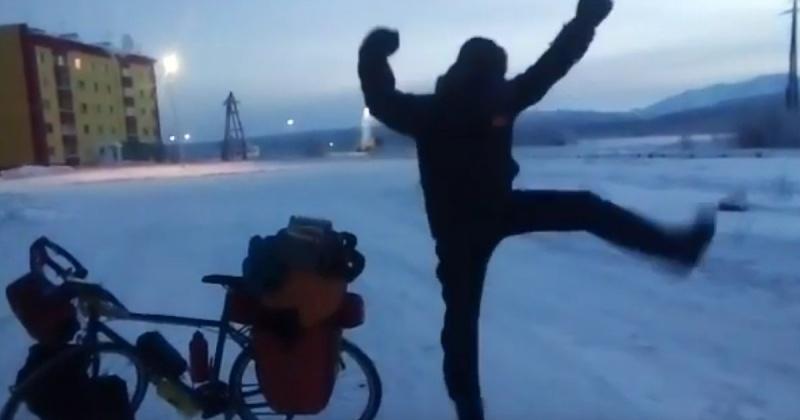 Испанский путешественник починил велосипед и продолжил пробег