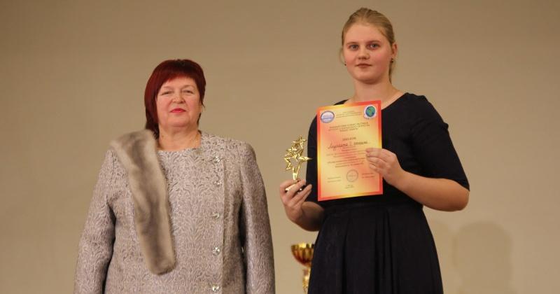 Ученица Хасынской ДШИ Злата Титарева удостоена победы международного конкурса за игру на домре