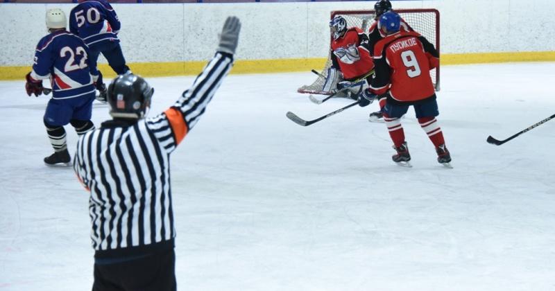 Чемпионат Магадана по хоккею с шайбой набирает обороты