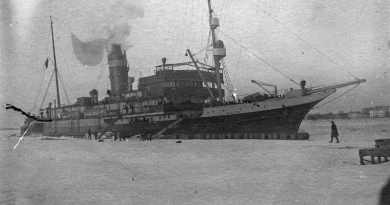 88 лет назад пароход «Фёдор Литке» вышел навстречу вошедшему в Охотское море «Сахалину»