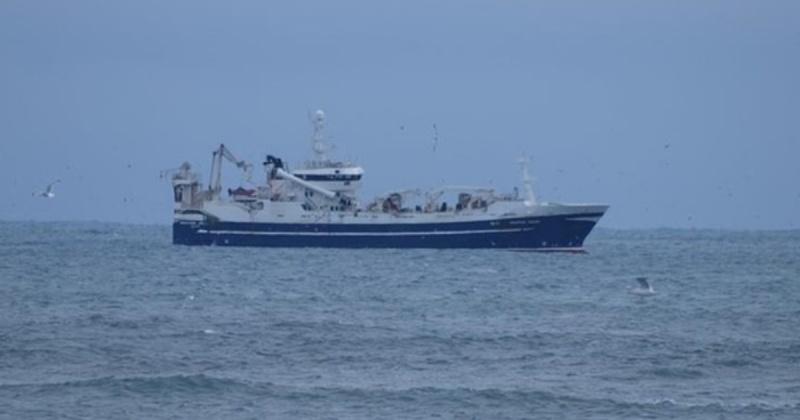 """Рыболовецкое судно """"Энигма Астралис"""" горит недалеко от Магадана"""