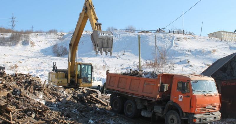 Расчистка Магадана от незаконно установленных сараев и контейнеров продолжается