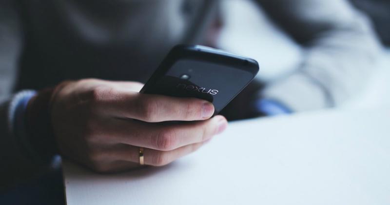 Жительница Магадана поставила приложение на телефон и лишилась 185 тыс. рублей