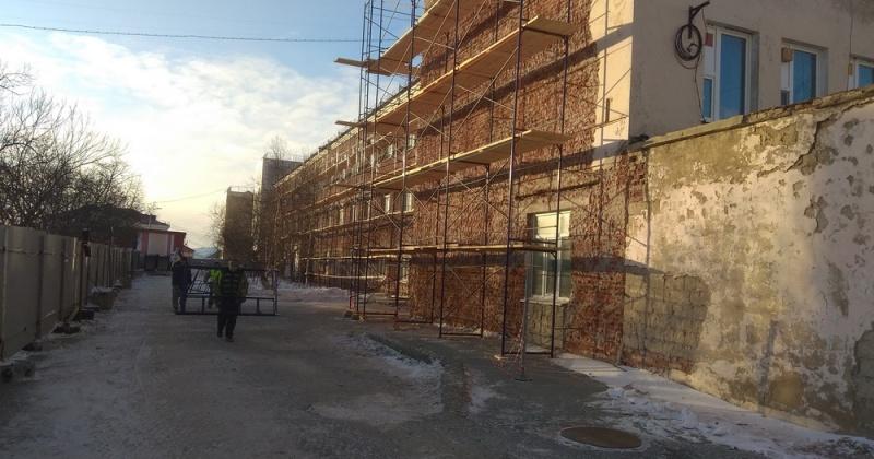 Строительство роддома в Магадане и реконструкцию здания онкологического диспансера обсудили на встрече губернатор Колымы и Министр здравоохранения РФ