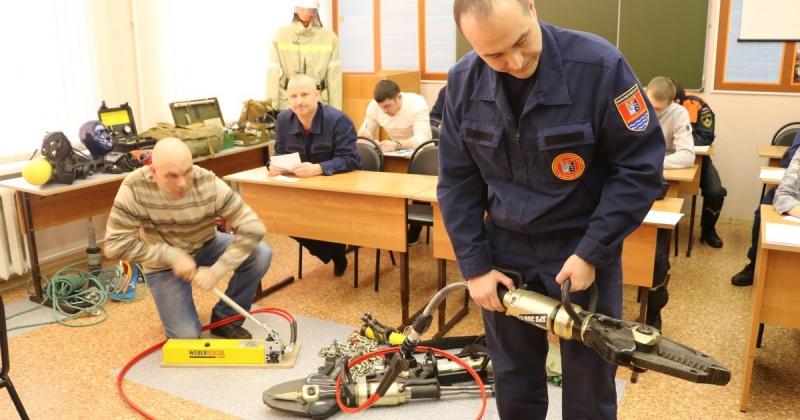 В Магадане началась профессиональная аттестация пожарных и спасателей