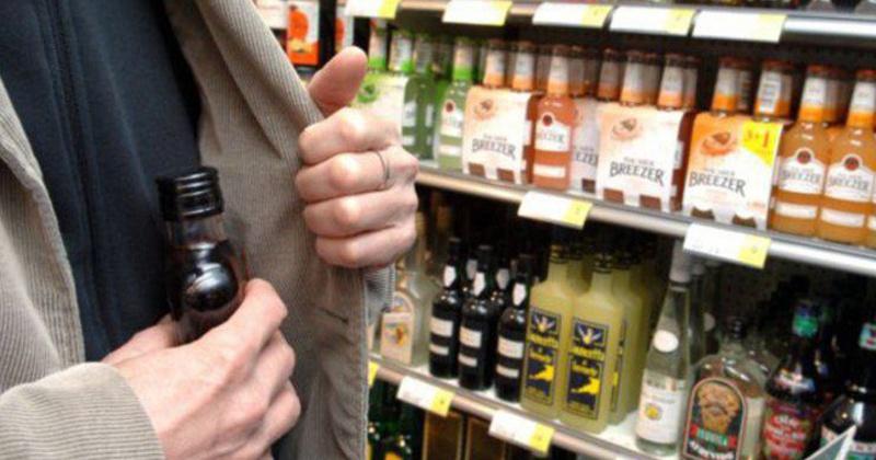 Алкоголь на 7 тыс. рублей украл житель Магадана из магазина