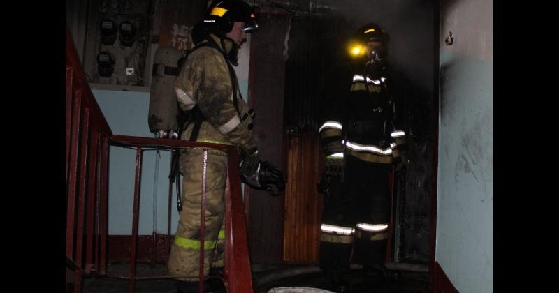 На пятом этаже дома при пожаре  обнаружено тело женщины без признаков жизни