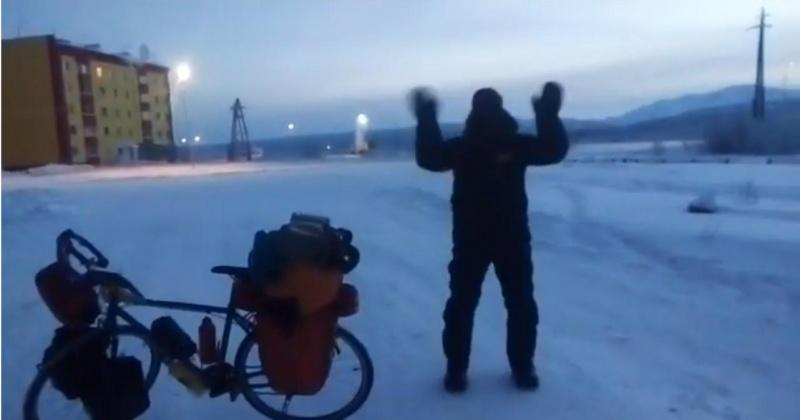 Велопутешественник Хосе Андрес Абьян Пахарес добрался из Магадана до Якутска