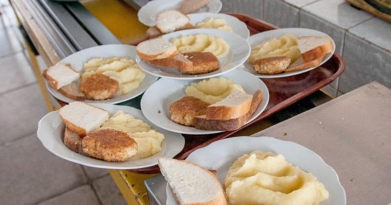 Все колымские школы проверят на соответствие стандартам питания