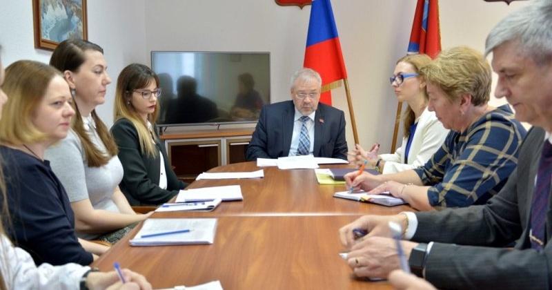 Андрей Зыков рассказал о разработанных в 2019 году социальных законах и работе в округе