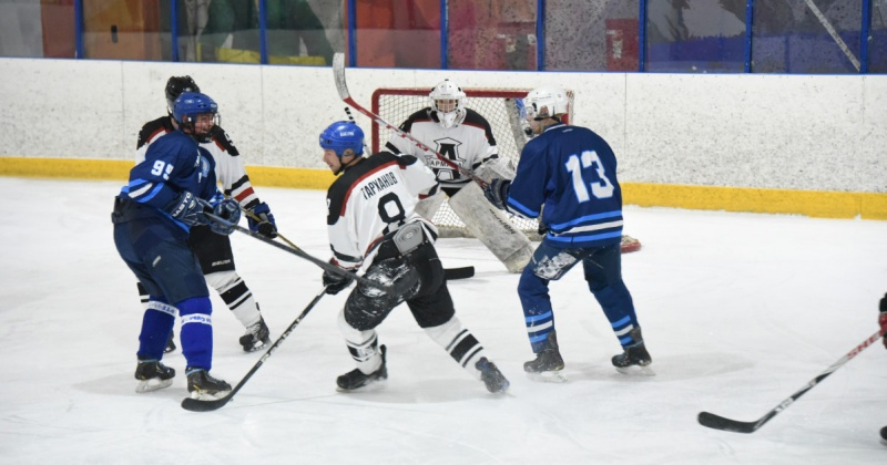 В Магадане продолжаются игры городского чемпионата по хоккею