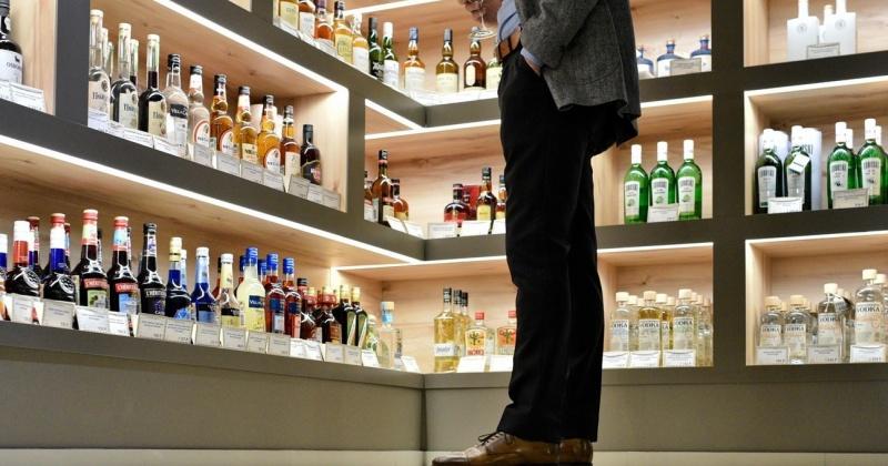 Алкоголь предложили убрать из магазинов, которые находятся в жилых районах