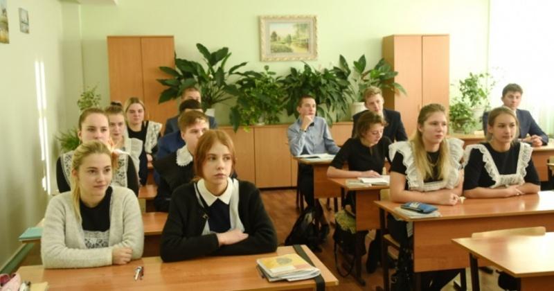 Самых старательных и талантливых школьников Колымы поощряют материально