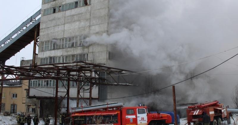 Пожарные ликвидировали возгорание в техническом здании по улице Речная в Магадане