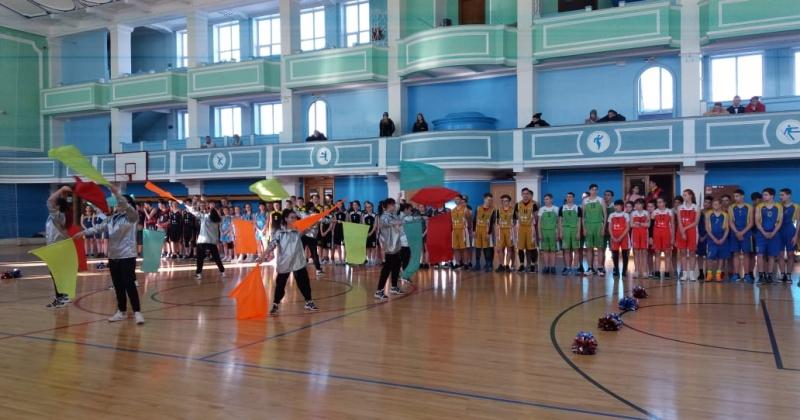 Областной этап чемпионат школьной баскетбольной лиги «КЭС-БАСКЕТ» проходит в Магадане
