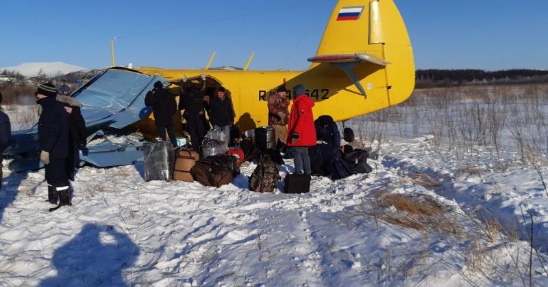 Семь человек пострадало при падении самолета в Магадане (Видео)