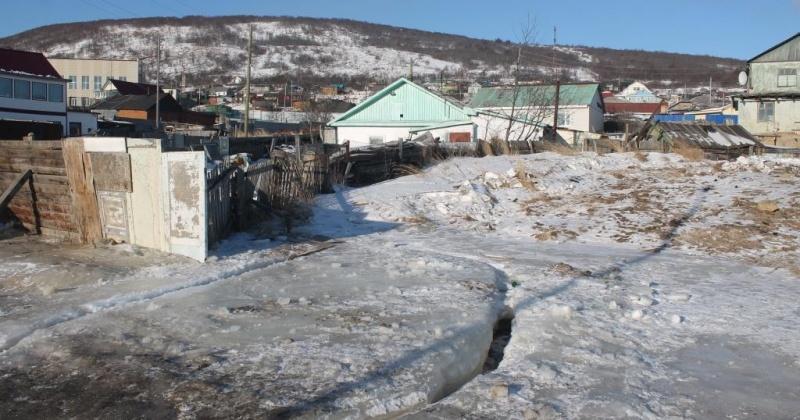 Житель Магадана в течение долгого времени топит ул.Западная