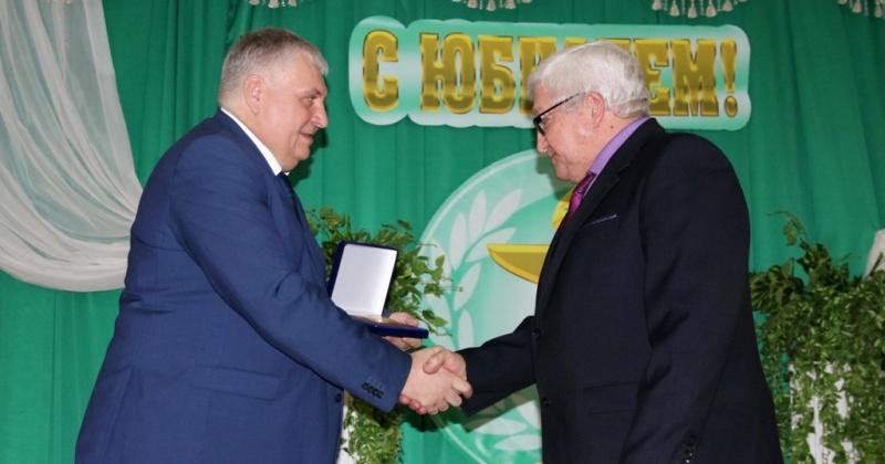 Коллектив Среднеканской районной больницы отпраздновал 80-летие учреждения