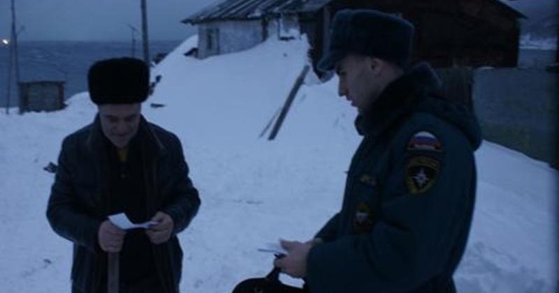 Инспекторы Госпожнадзора  проводят обход жильцов частных жилых домов Магадана