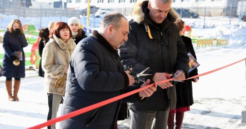 В Магадане глава города Юрий Гришан и губернатор области Сергей Носов торжественно открыли детский сад «Светлячок»