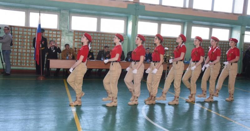 Команда средней школы № 4 Магадана стала победителем городского смотра песни и строя