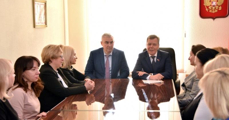 Спикер колымского заксобрания представил коллективу Контрольно-счетной палаты Магаданской области нового руководителя